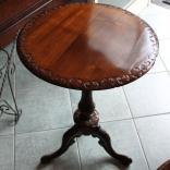 Tavolino vittoriano